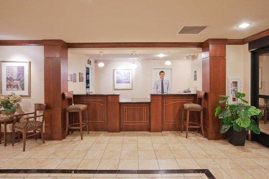 Staybridge Suites Sacramento Natomas: Front Desk