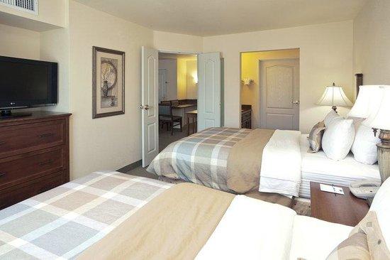 Staybridge Suites Sacramento Natomas: Suite