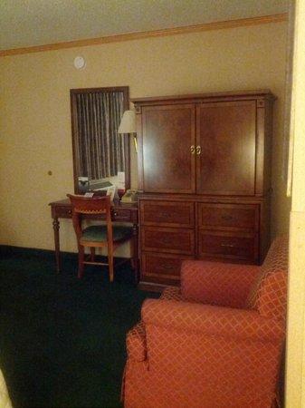 Super 8 Canoga Park: Furniture was in a good condition