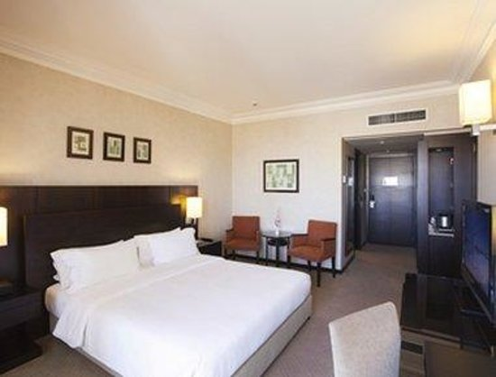 Ramada Plaza Beirut Raouche: Classic 1 King Bed Room