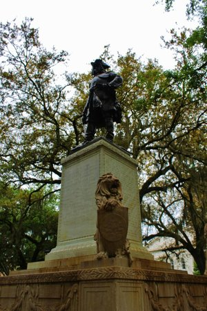 Chippewa Square : Oglethorpe statue from the side