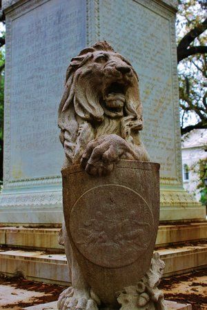 Chippewa Square : Close up of the lion at the base of the monument