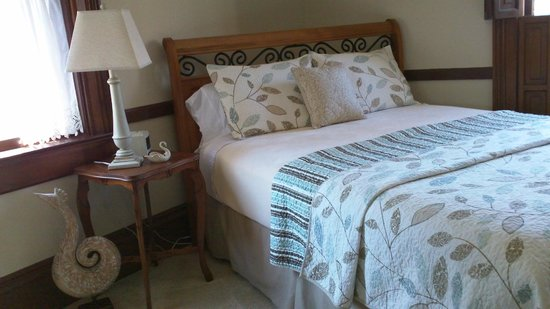 White Swan Inn Bed & Breakfast: Updates to the Jasmine Room - new furniture, bedding, carpet, etc