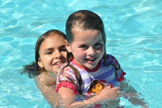 Haven Waters Motel & Apartments: Fun in the pool