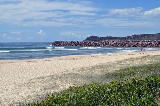 Haven Waters Motel & Apartments: Grants Beach - a 2 minute drive or 15 minute walk