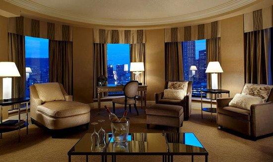 InterContinental Montreal: I Suite, Living room - Suite I, Salon