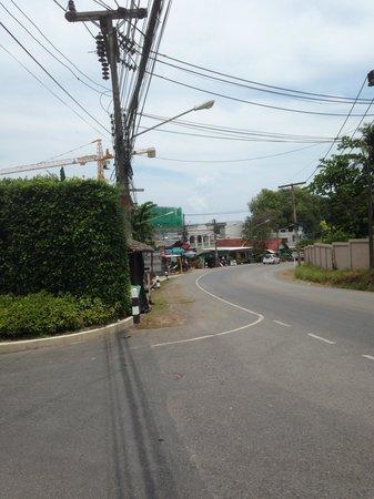 Sabai Sabai: Regentを出たら左へ歩いて行きます。