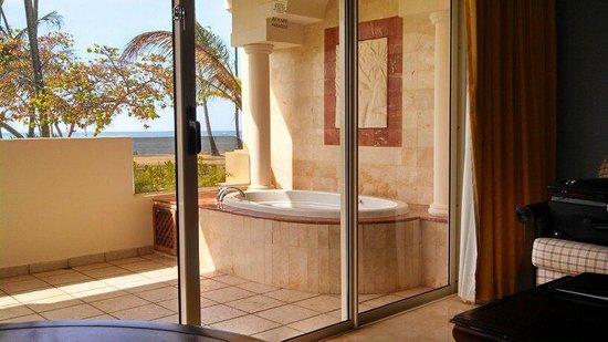 Melia Coco Beach: Hot Tub on Patio