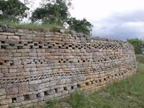 Gweru, Zimbábue: Stone walling at Danamombe