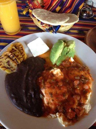 Hotel La Casa del Mundo: Breakfast, Guatemala style