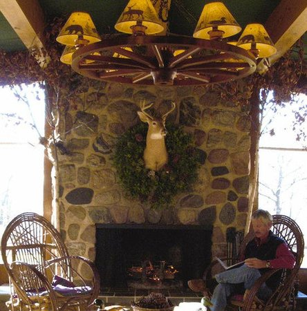 Birchwood Inn: Fireside Room