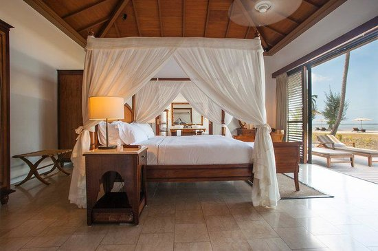 The Residence Zanzibar : Prestige Ocean Front Pool Villa Bedroom