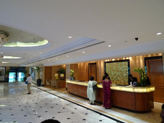 Shangri-La's Eros Hotel: Check in Desk
