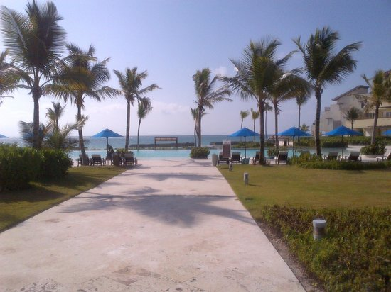 Alsol Del Mar: View of the beach and pool