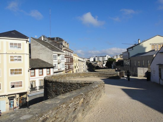 Las murallas romanas de Lugo: Pista de caminhada em cima da muralha.
