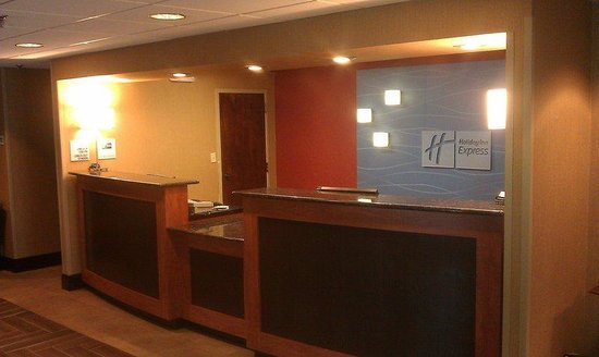 Holiday Inn Express Burlington: Welcome /  Reception Desk