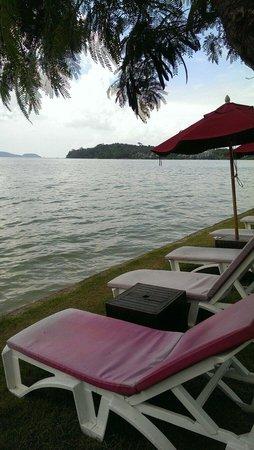 The Vijitt Resort Phuket: At high tide, beach front