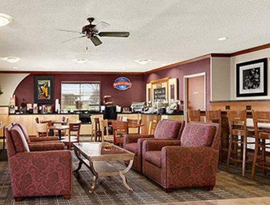 Baymont Inn & Suites Denver West/Federal Center: Breakfast Area