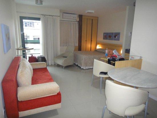 Bourbon Vitoria Residence Hotel: Apto triplo, detalhe para o sofá cama