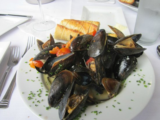 Orom: A pound of fresh mussels cooked in wine