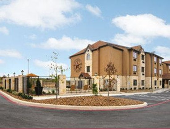 Microtel Inn & Suites by Wyndham San Antonio by SeaWorld/Lackland AFB: Welcome to Microtel Inn Suites