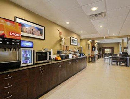 Microtel Inn & Suites by Wyndham San Antonio by Seaworld: Breakfast Area
