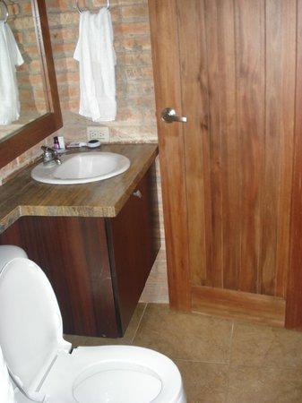 Tavarua Hotel: baño