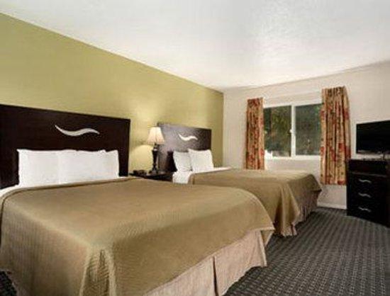 Seaside Inn Morro Bay: Double Queen Bedroom