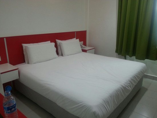 Akar Home Stay : OUR KING SIZE ensuite. BIG & CLEAN.