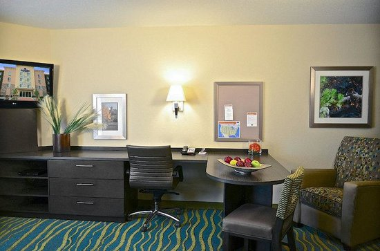 Candlewood Suites Denver Northeast - Brighton: Denver - Brighton Two Queen Guest Room
