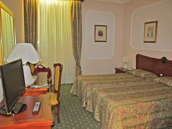 Hotel Berchielli: Nice sized room-Eureopean King