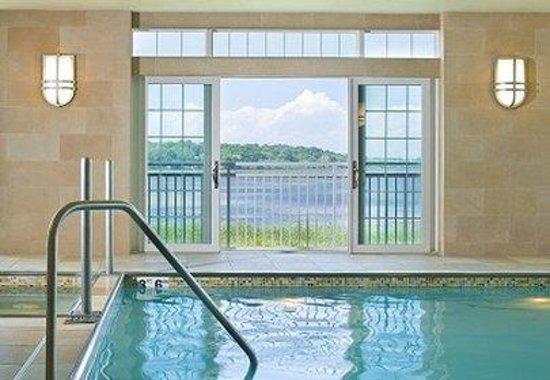 Newport Beach Hotel and Suites : NHGPool