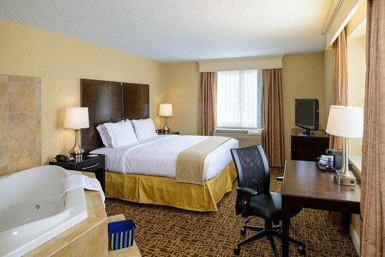 Holiday Inn Express Philadelphia E - Penns Landing: Deluxe Room King Bed with Whirlpool