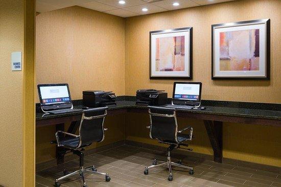 Holiday Inn Express Philadelphia E - Penns Landing: Complimentary Business Center