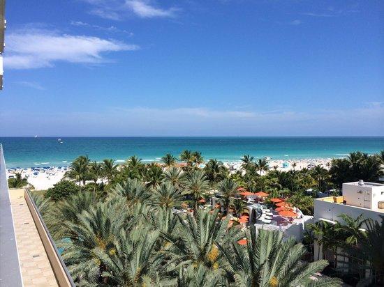 Loews Miami Beach Hotel: Vue de notre chambre, 4 eme étage vue partielle mer...