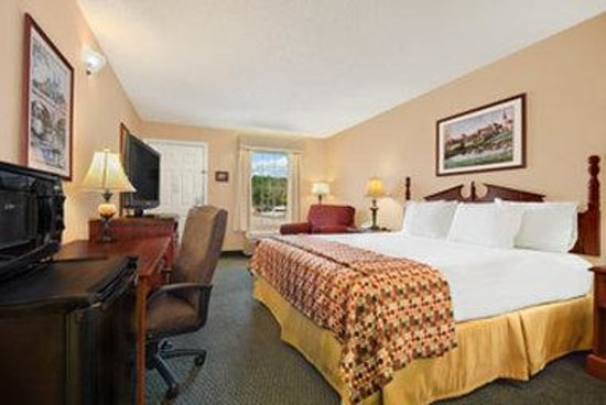 Baymont Inn & Suites Ozark: Standard King Room