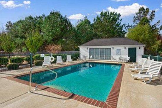 Baymont Inn & Suites Ozark: Pool