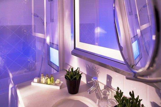 Le Relais Madeleine: Bathroom