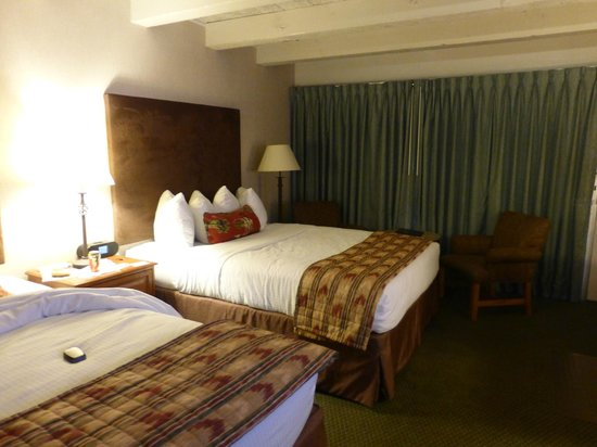 Best Western Outlaw Inn: Nice large rooms - cute Western style decor
