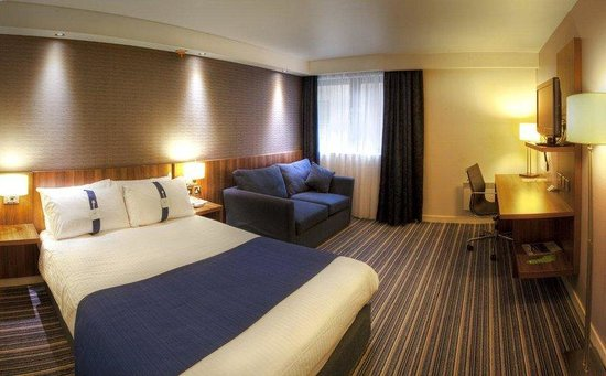 Holiday Inn Express Edinburgh Airport's Double Bed Guest Room
