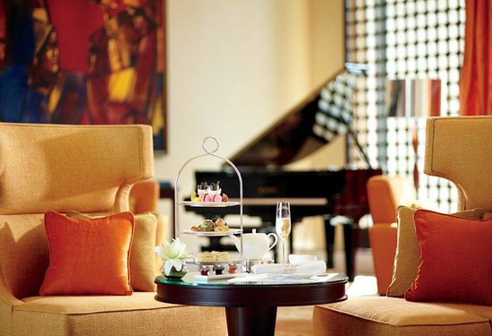 The Ritz-Carlton, Bangalore : The Lobby Lounge