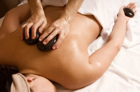 Cooksburg, Пенсильвания: Hot Stones Massage (Courtesy ABMP)