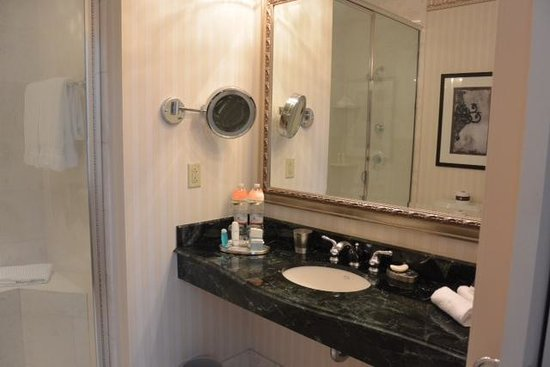 Omni San Francisco Hotel: California Suite Bathroom