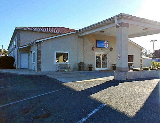 Motel 6 Hinesville: MExterior
