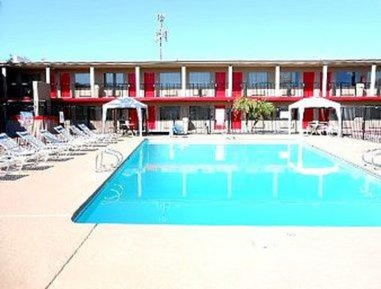 Travelodge Phoenix North: Pool