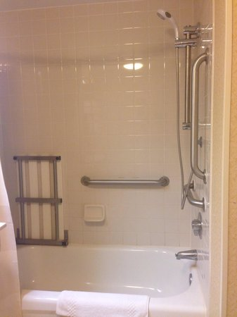 Fairfield Inn & Suites Clearwater: The shower I did not want for my honeymoon! Lying staff