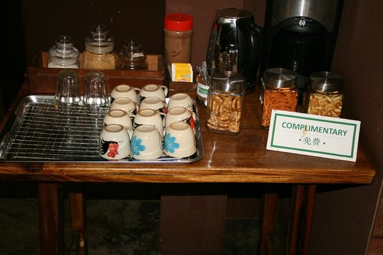Suneta Hostel Khaosan: tea/coffee/biscuits all day