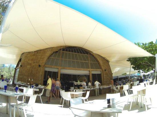 Holiday Inn Resort Kandooma Maldives: The restaurant