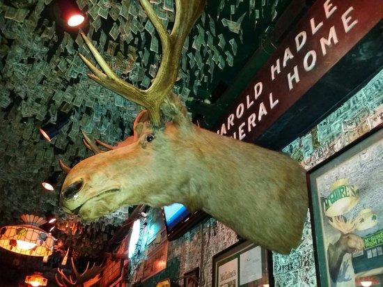McGuire's Irish Pub: Fun interior...