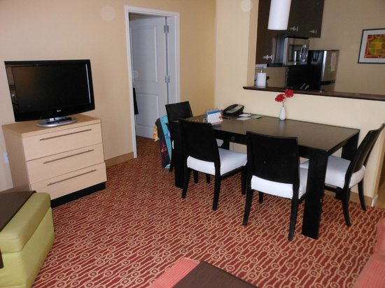 TownePlace Suites Shreveport-Bossier City: dining area